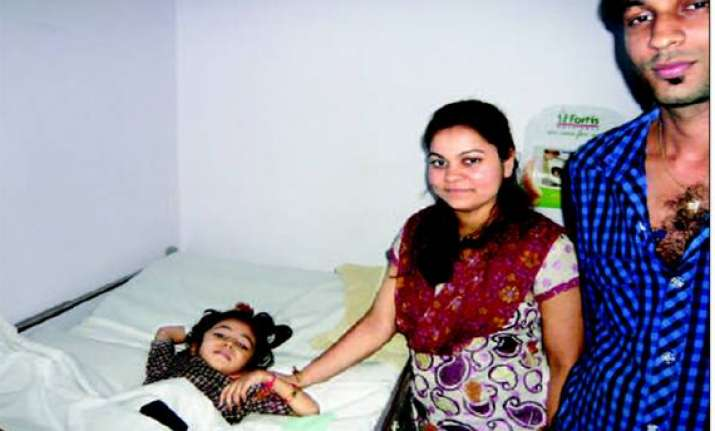 4 year old girl survives fall from 5th floor in thane