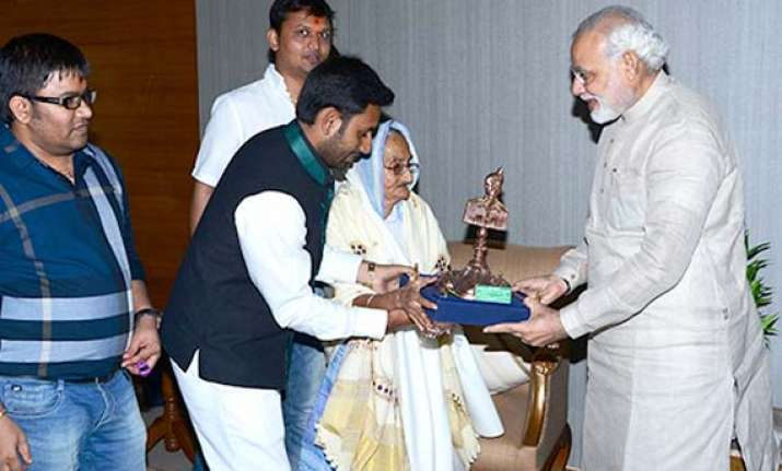 martyr abdul hamid s widow blesses modi