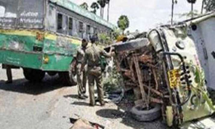 15 dead in karnataka van bus collision