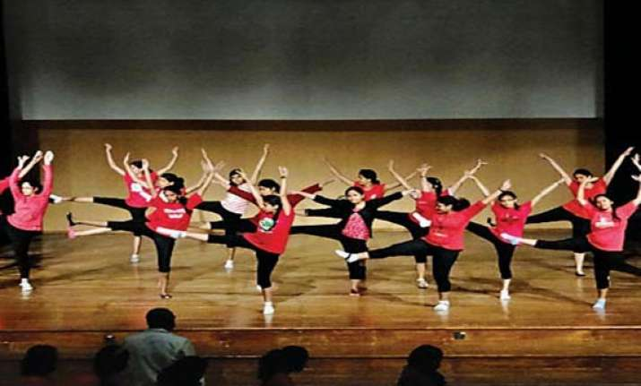 982 girls stage musical concert in bangalore