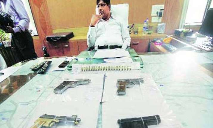 1 950 illegal pistols seized three held