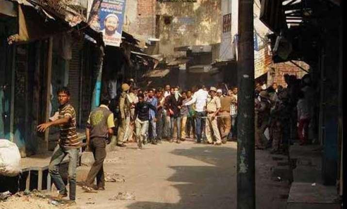 meerut tense as communal clashes leave 50 injured