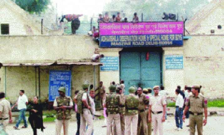 33 juveniles escape from delhi correctional home 15 held