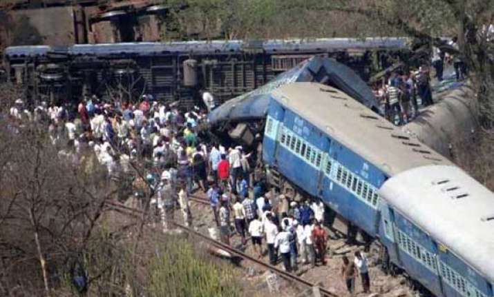 18 killed 19 killed 132 hurt as passenger train derails on