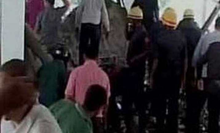 3 killed in building collapse in surat