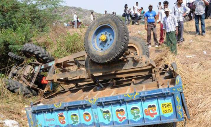 6 killed 8 injured in tractor truck crash in mp