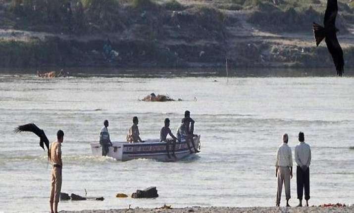 5 men drown in yamuna during holi revelry