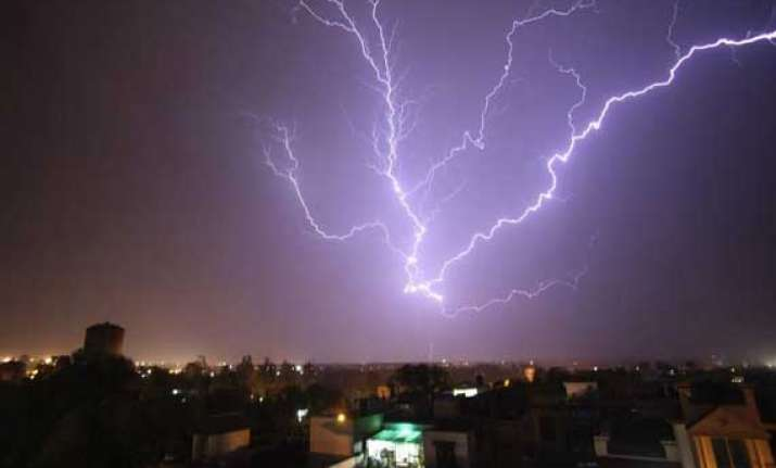 9 people die in lightning in bengal