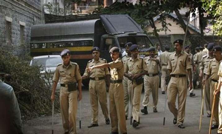 2 600 policemen serve in homes of 280 ips officers in