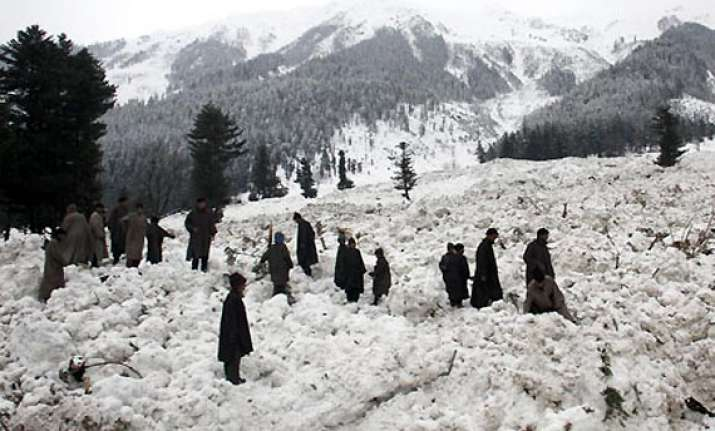 75 rescued after avalanche hits north kashmir