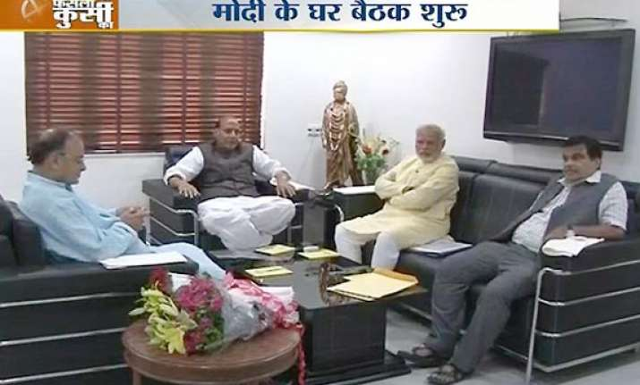 senior bjp leaders meet narendra modi discuss post results