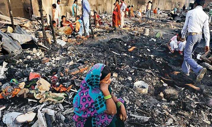 50 shanties gutted in delhi slum fire