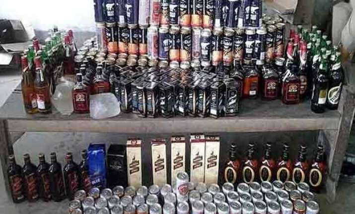 smuggled liquor worth rs 1.50 cr seized in noida