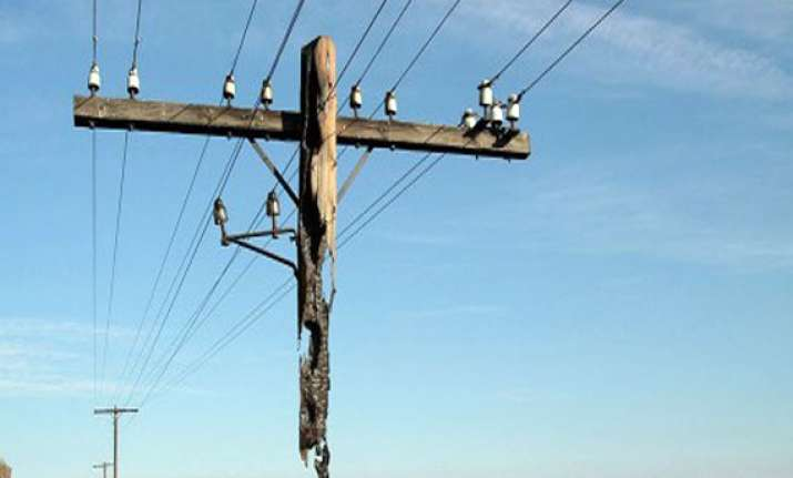 18 year boy electrocuted two injured