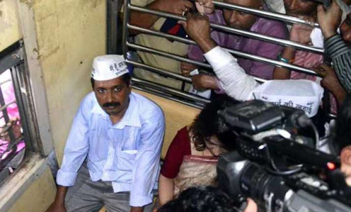 aap blames police media for chaos during kejriwal s visit
