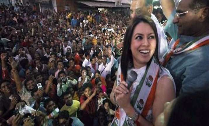 actor mahima chowdhary campaigns for congress