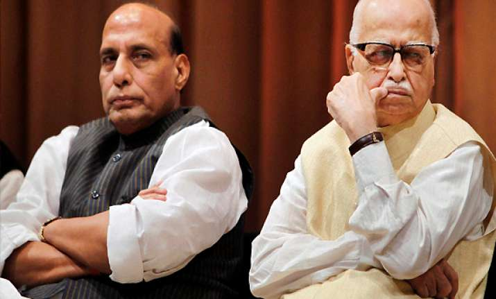 advani bjp must join hands with other parties to defeat