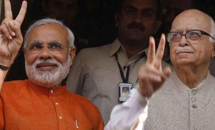 advani praises modi at bjp meet