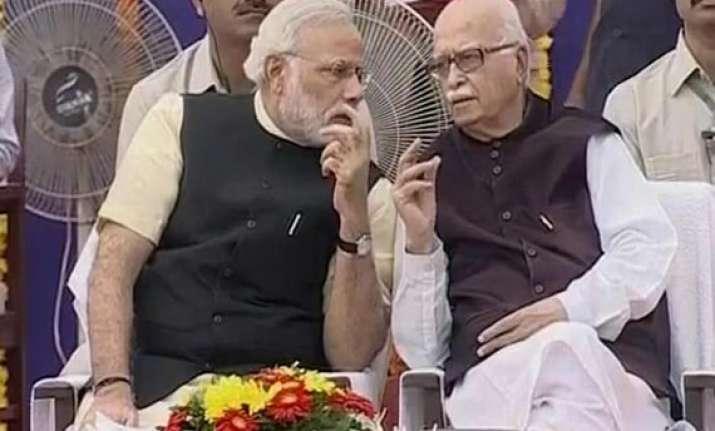 advani praises modi once again