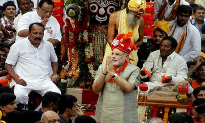 live modi dedicates bjp s victory to loyal party workers
