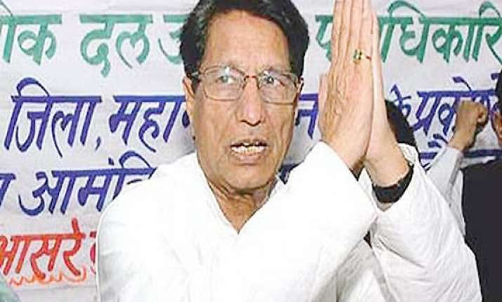 ajit plays hardball with cong says nothing certain on tie up