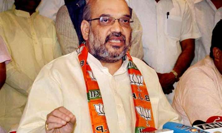 amit shah asks bjp mps to remain connected with voters