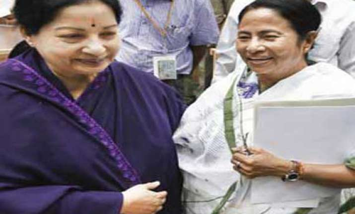 amma calls up didi jayalalitha discusses ls polls with