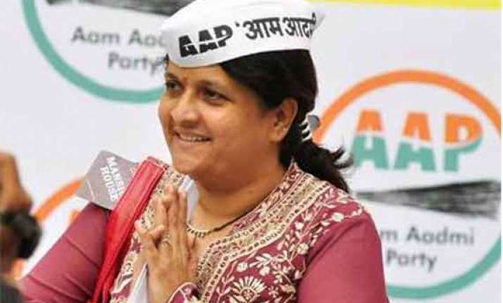 aap s anjali damania quits the party