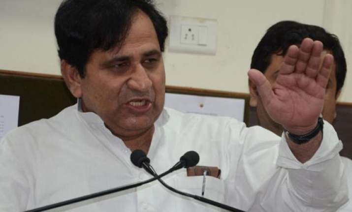 anna and ramdev flop stars says shakeel ahmed