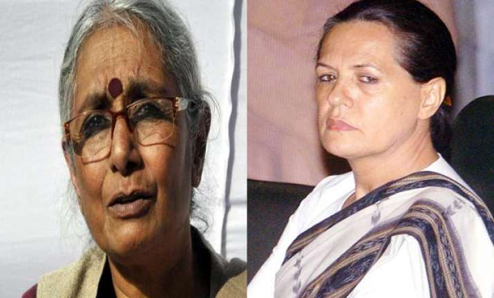 aruna roy denies remarks about differences between pm sonia