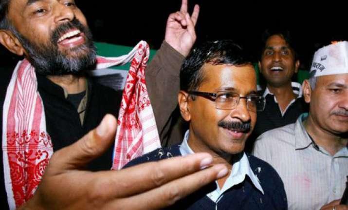 arvind kejriwal to hold road shows for yogendra yadav