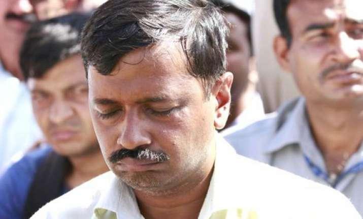 attacker apologises after kejriwal meets him