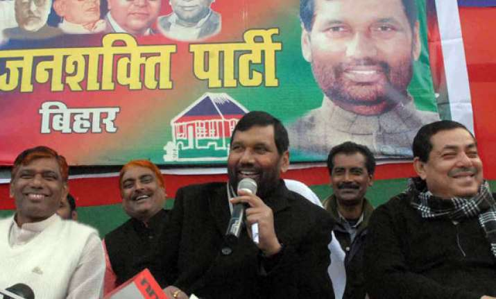 bjp agrees to leave 7 ls seats in bihar for paswan