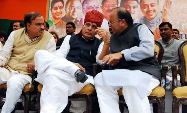 bjp leaders protest against home minister detained