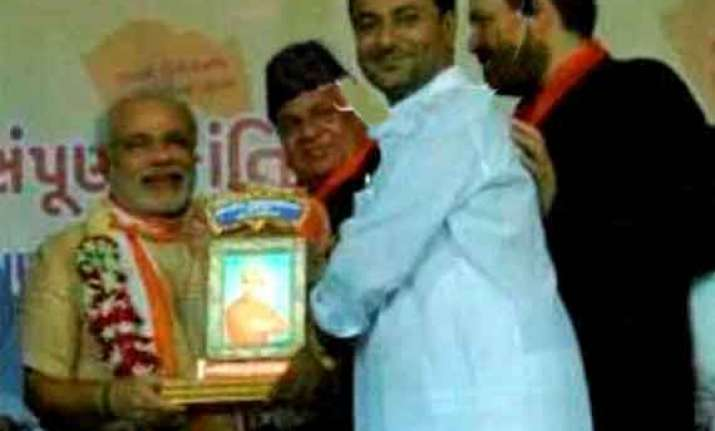 bjp notice to congress for linking modi to hawala accused