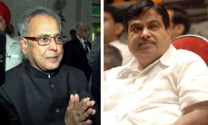 bjp spurns pranab s request on lok pal bill
