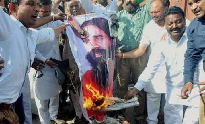 bsp activists burn effigies of baba ramdev