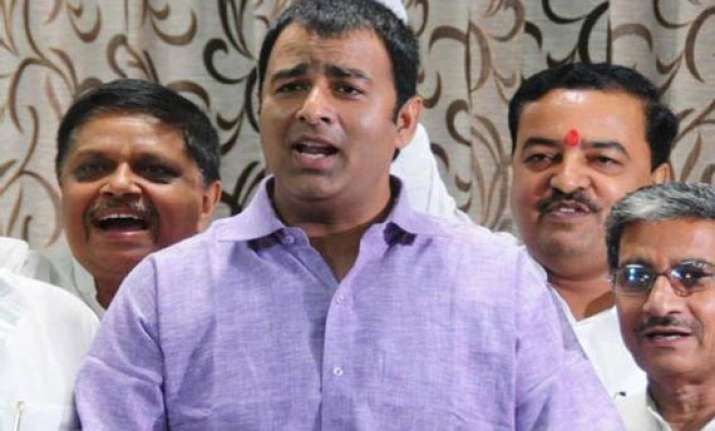 bsp moves ec to ban sangeet som from canvassing in ayodhya