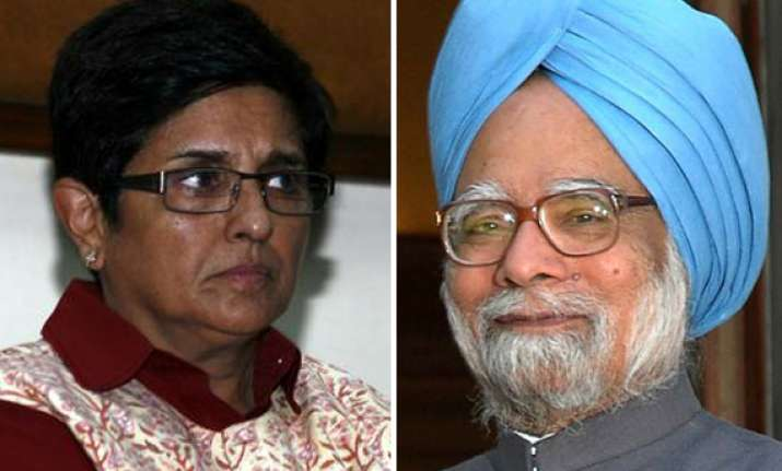 bedi attacks pm bjp supports team anna while khurshid warns