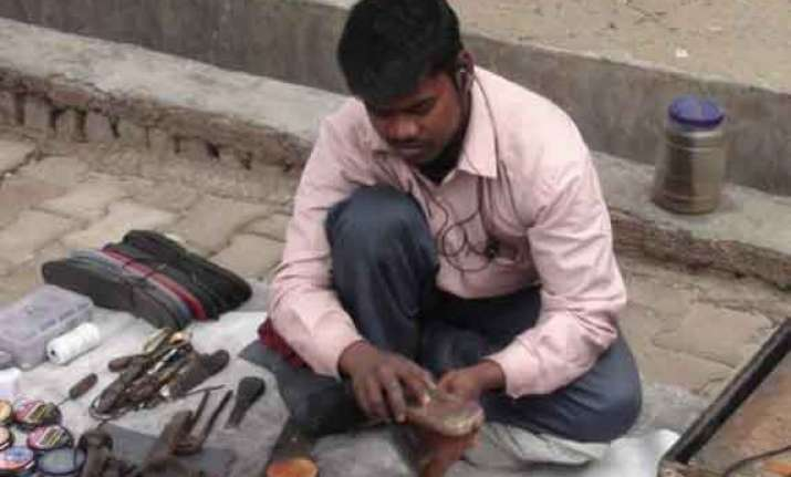 bihar cobbler now slogs to repay poll debt
