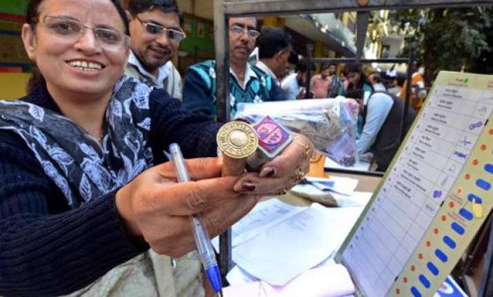 brisk voting in delhi