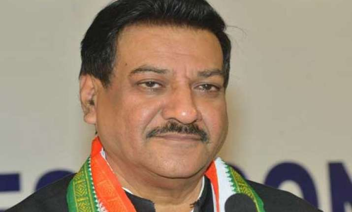 chavan to remain maharashtra cm lead party in assembly