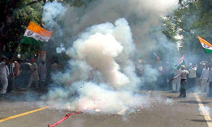 chidambaram supporters burst crackers in tamil nadu