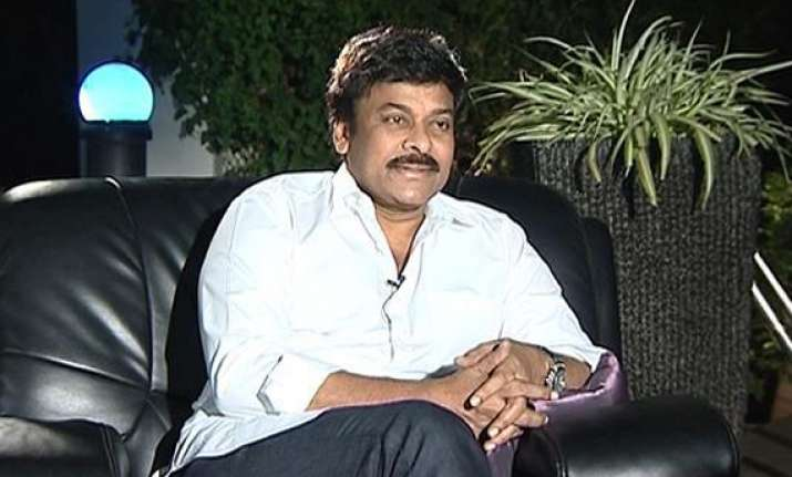 chiranjeevi served notice by ec for making objectionable