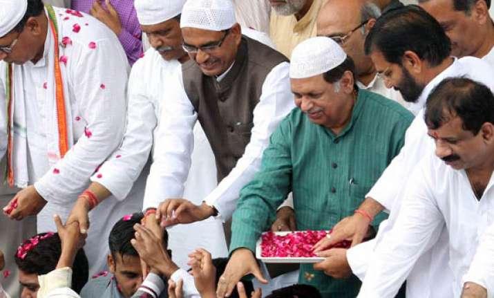 ea95b143e60 Chouhan dons skull cap as he greets Muslims on Eid