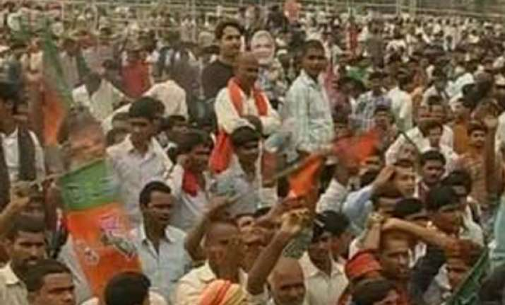 commotion at modi rally in bihar police lathicharge crowd