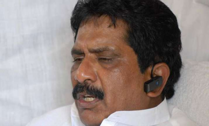 congress mp threatens self immolation if telangana bill
