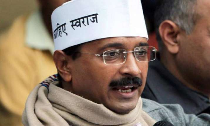 congress activists protest outside kejriwal s house