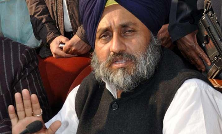 congress demoralised leaders running away from poll sukhbir