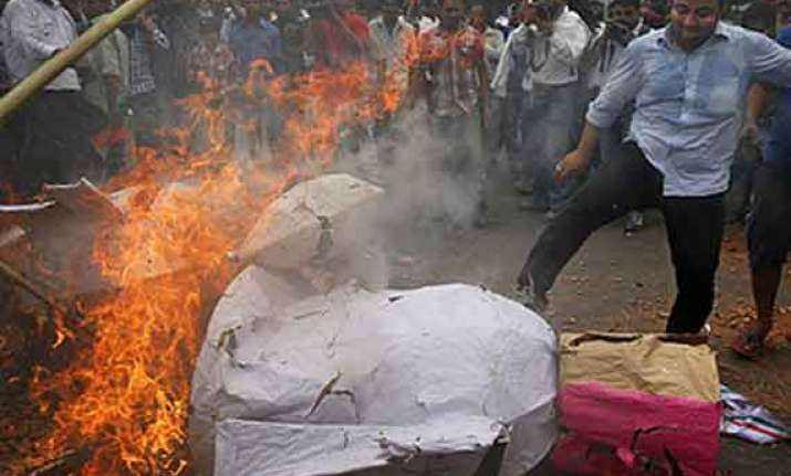congress protests over power water crisis burns effigies of